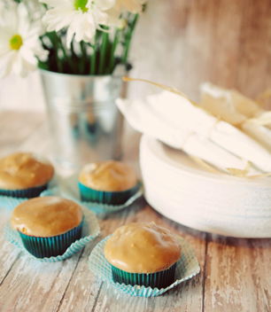 {saturday craft: Banana Cupcakes with Caramel Frosting!}